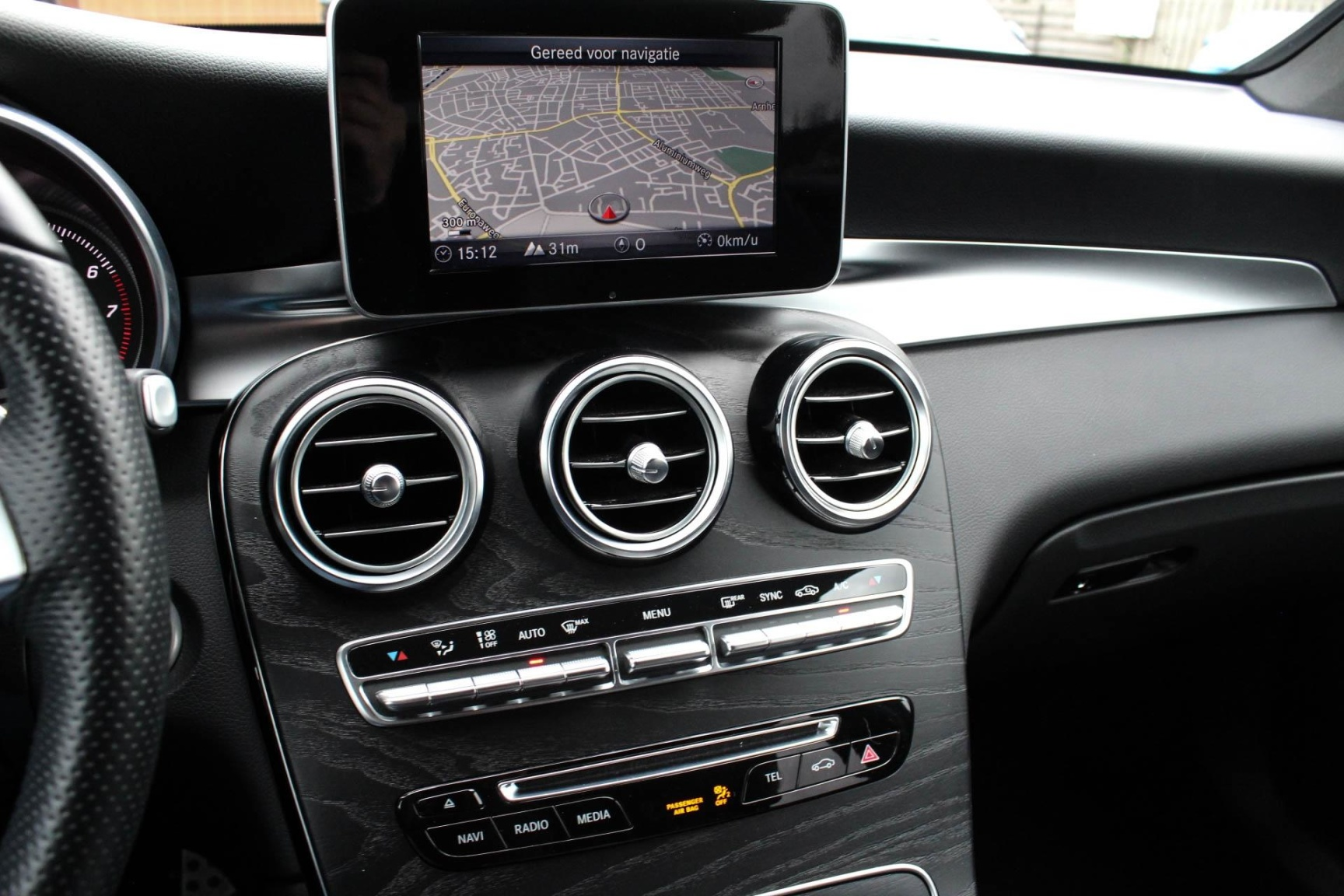 Mercedes-Benz-GLC-17