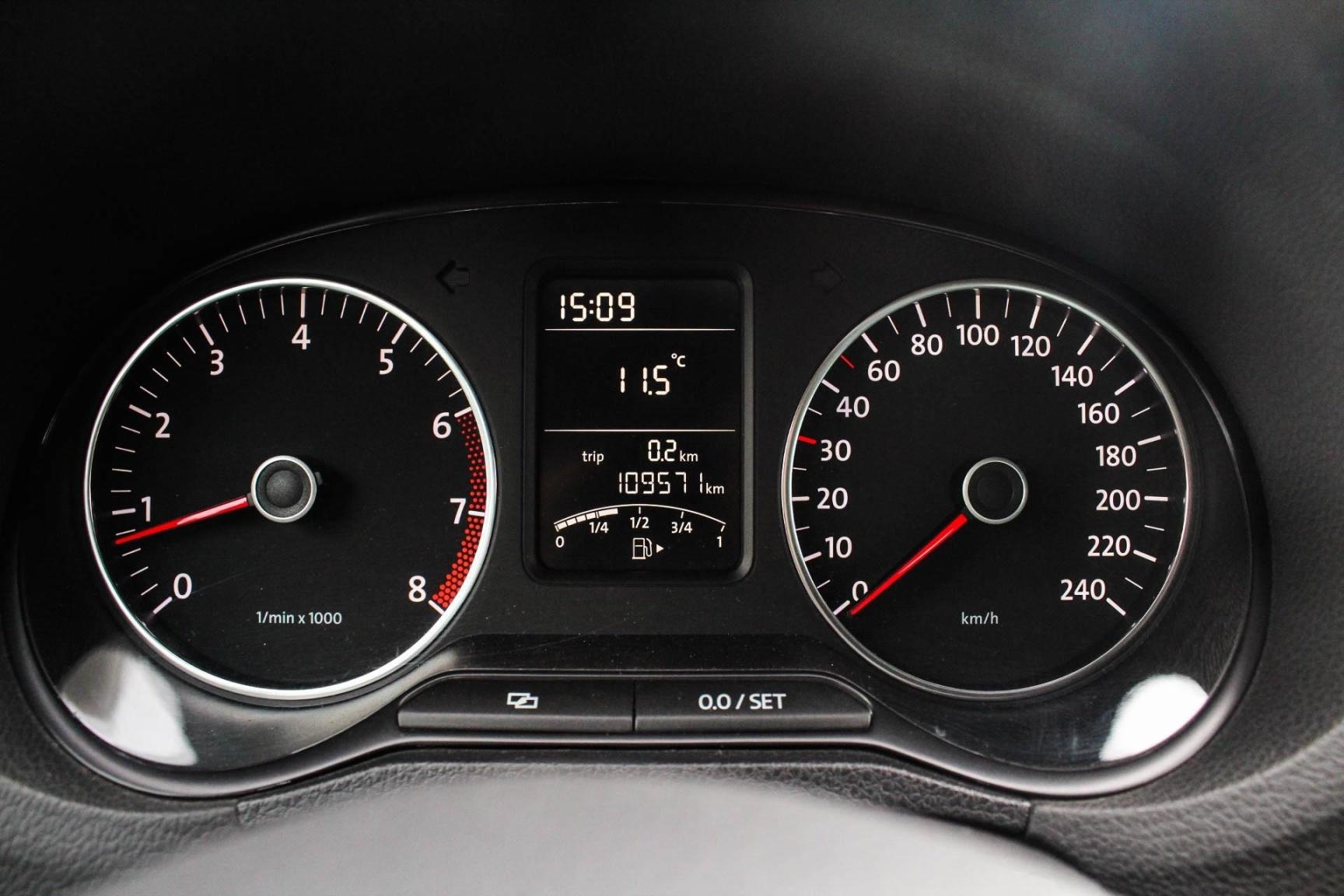 Volkswagen-Polo-15